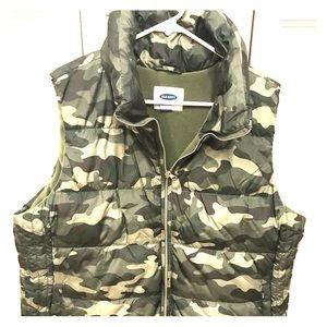 Old Nacy camo-print puffy vest XL